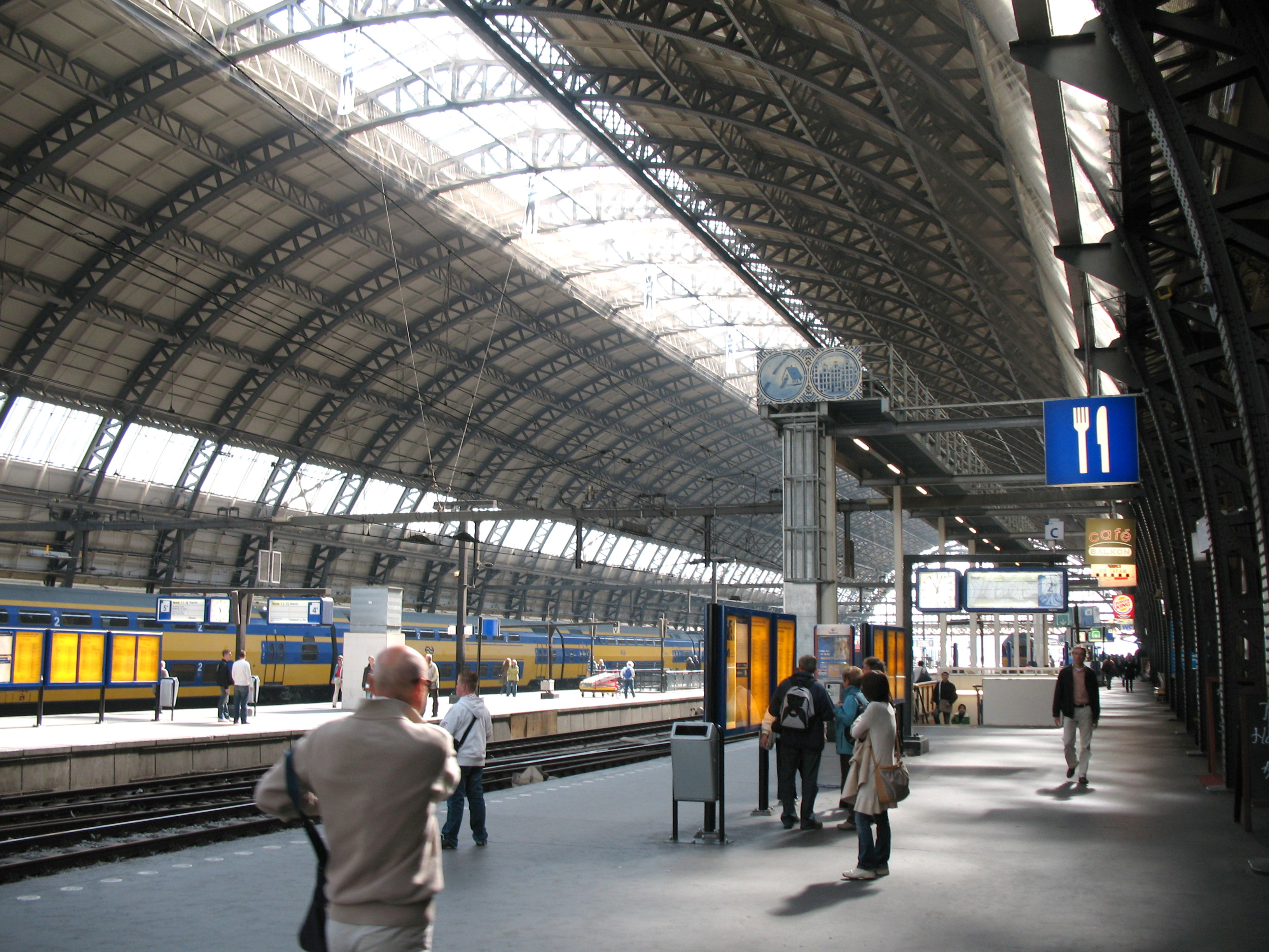 How To Travel From Schiphol Airport To Amsterdam Ns Train